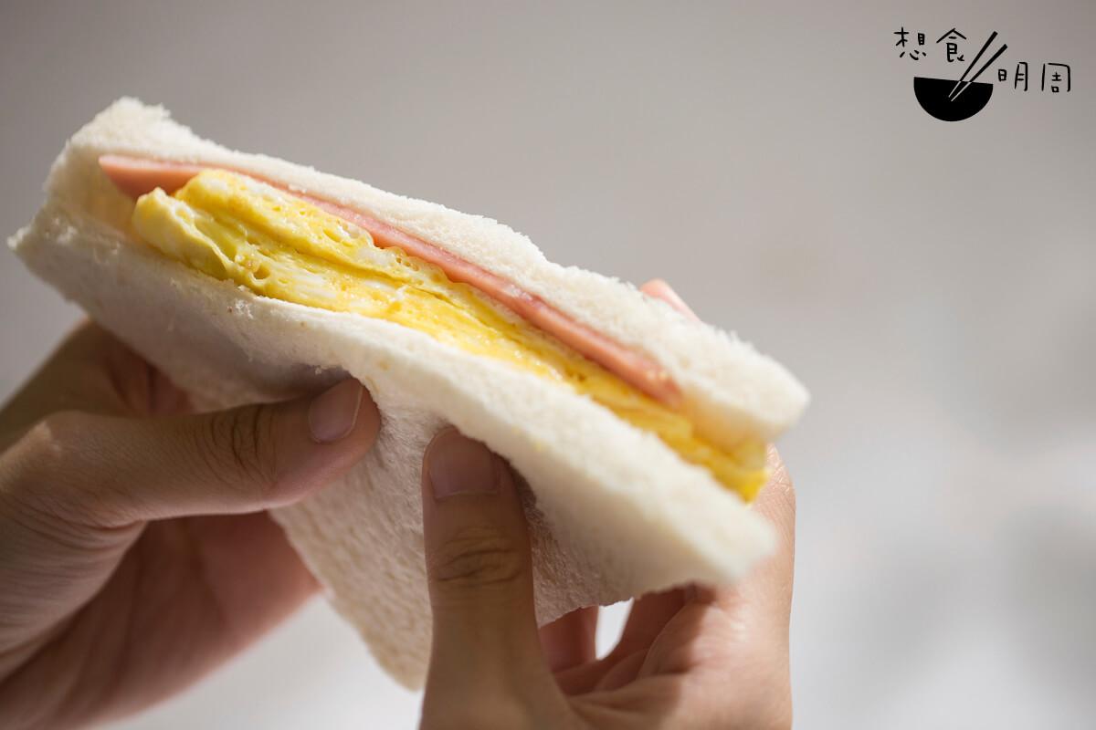 對老鬼而言,在NA Can吃蛋治,烘底是常識吧!可惜我這個校外人不知道,未能吃上一件完美的厚蛋治了……