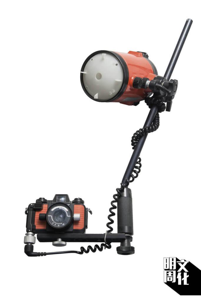 Nikonos五代水底攝影機,李和盛收藏齊全。