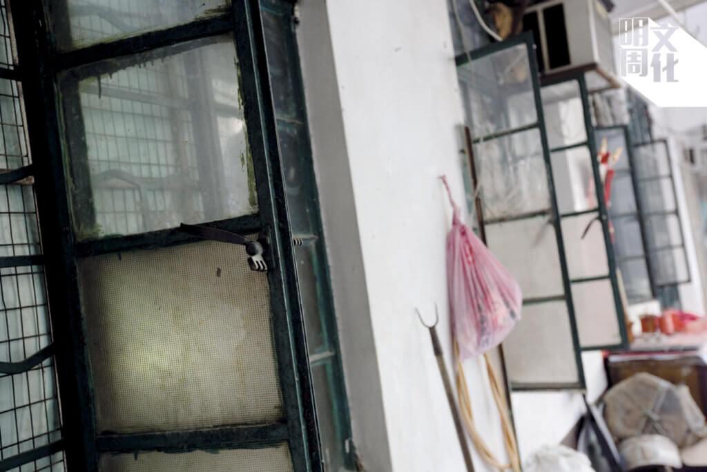 舊式鐵窗已難得一見。