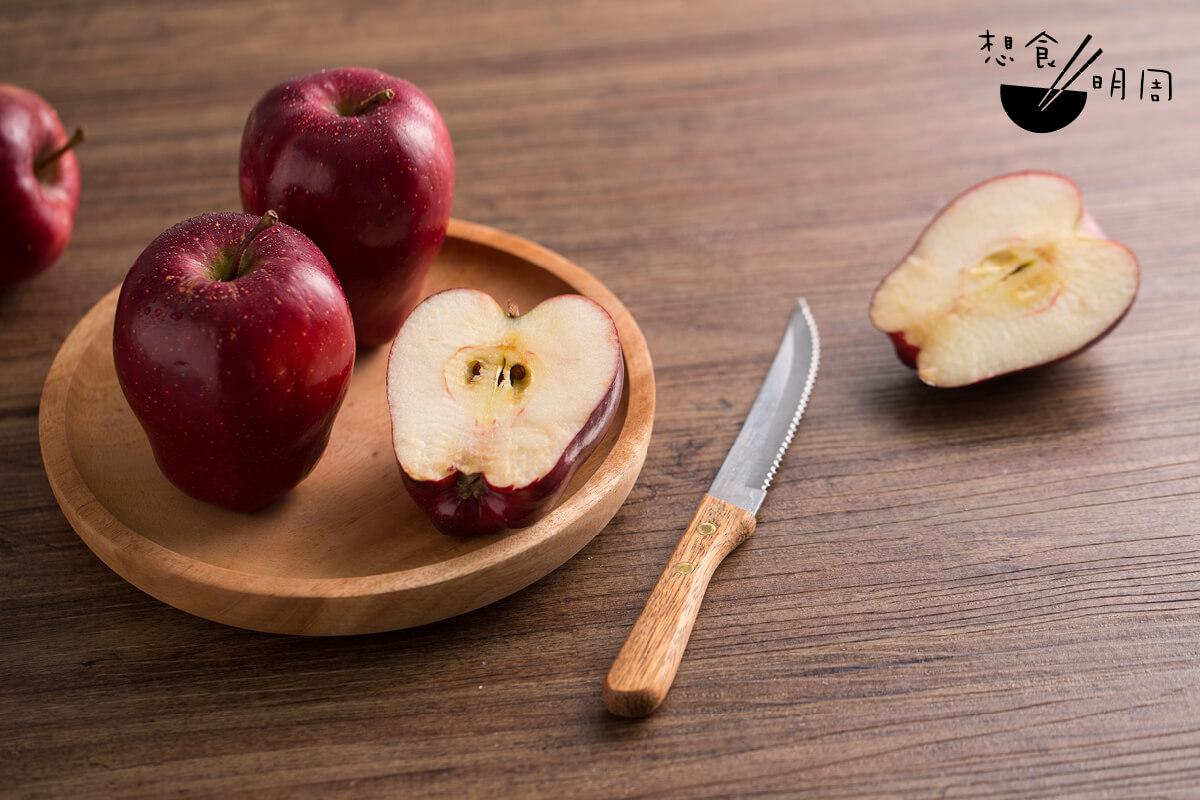 蛇果原產地美國艾奧瓦州,黃白色的果肉口感較粉、容易氧化,應該是港人最早接觸的蘋果。
