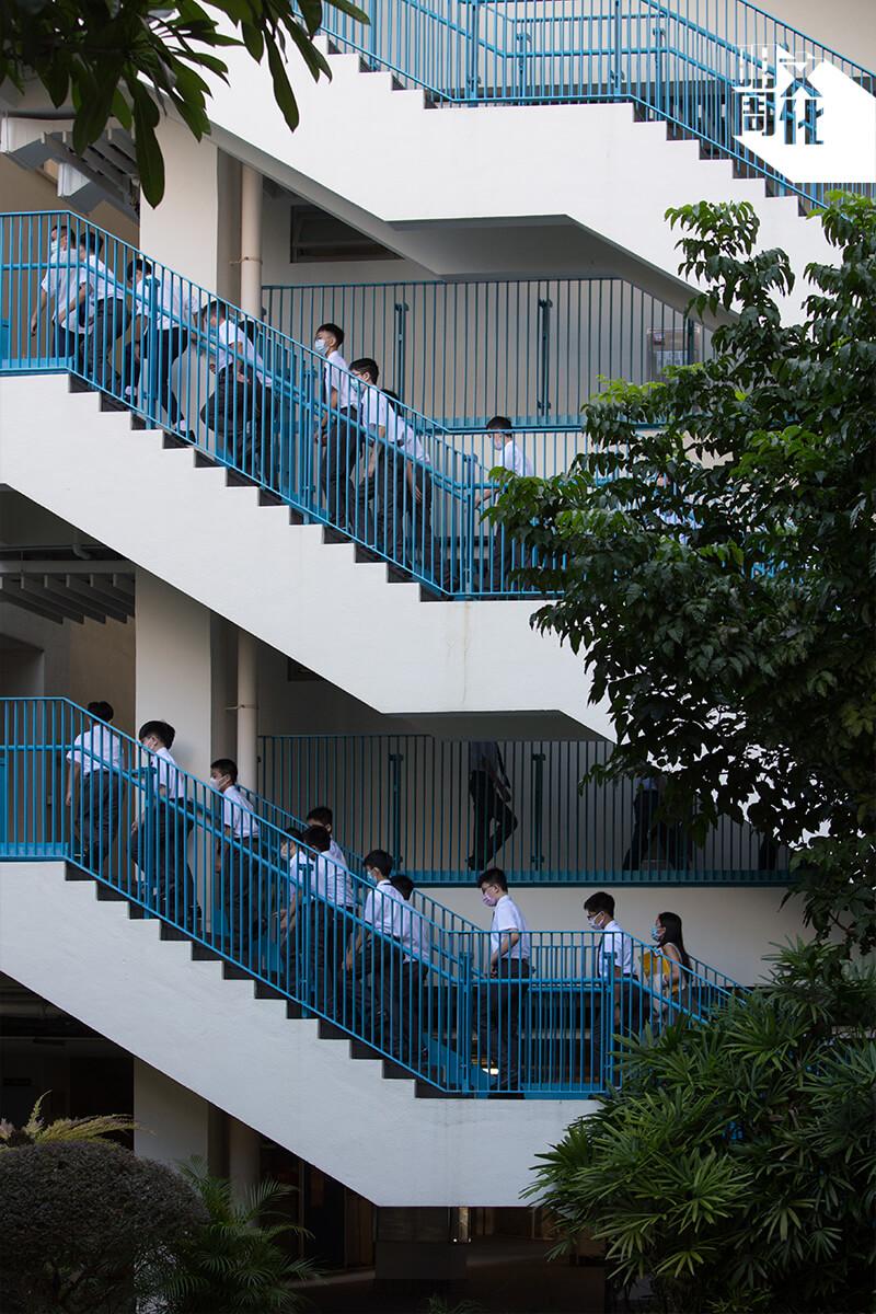 香港華仁書院創校一百年,一直與香港同呼同吸,在社會動盪和疫情之時,堅持為學生提供優良教育。