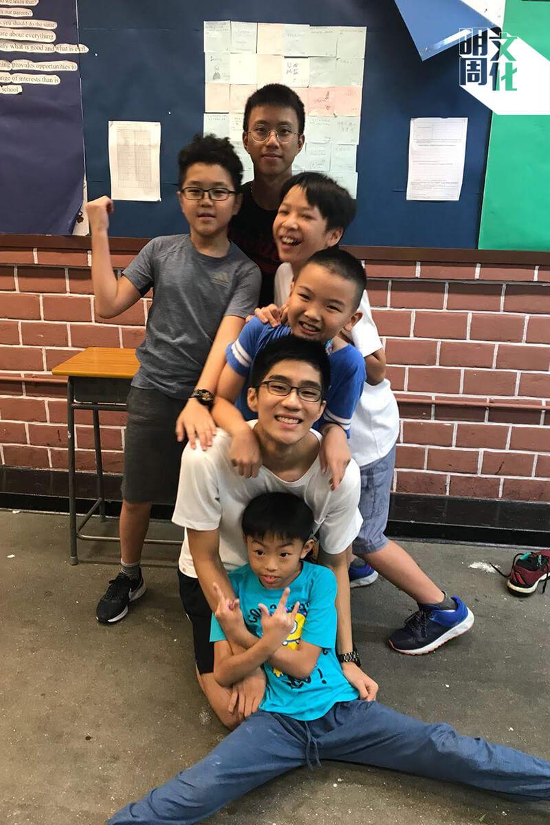 劉昊豐是教育夏令營的其中一位「導師」。