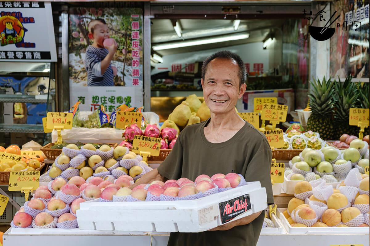 平叔早在上世紀九十年代已到陝西開發果園,花上十年時間在高原種出兩萬棵蘋果樹。