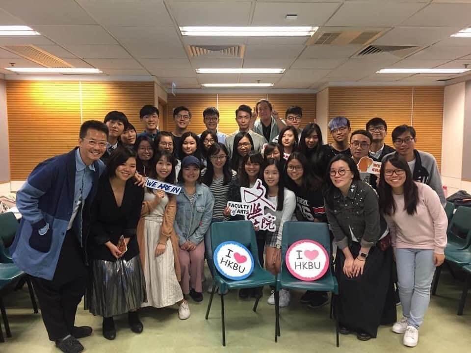 第八屆歌詞創作班,周耀輝與同學合照 圖片:周耀輝歌詞班(一世唔畢業)同學會
