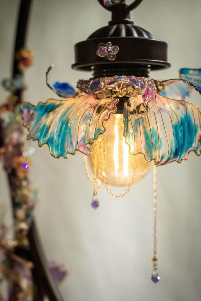 「夢境幻象」花燈盆景的形態像真度極高,配上奇幻的色彩,頗有超現實感覺。