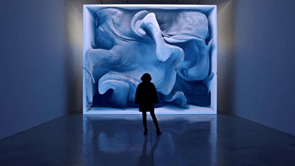 土耳其多媒體藝術家Refik Anadol將人腦的運作過程通過數據繪畫、光線投影和數據雕塑,結集成視覺藝術作品。
