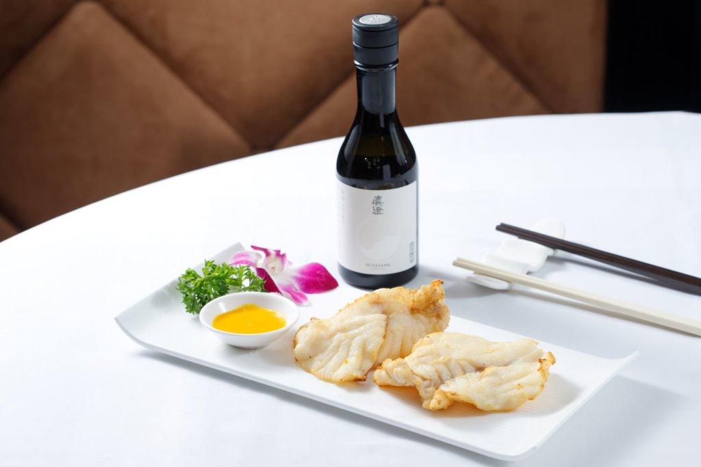 甘露汁煎龍躉扒 配 真澄 白妙SHIRO純米吟釀 (清酒清新的口味襯托沙巴龍躉扒配鮮甜。)