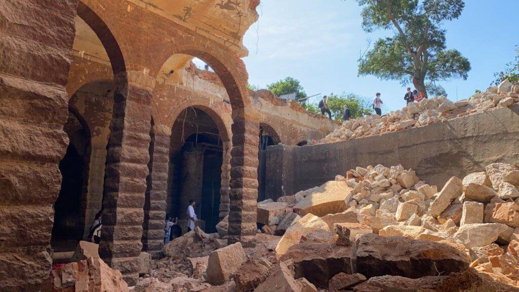 主教山配水庫利用磚和石的結構作為支架。