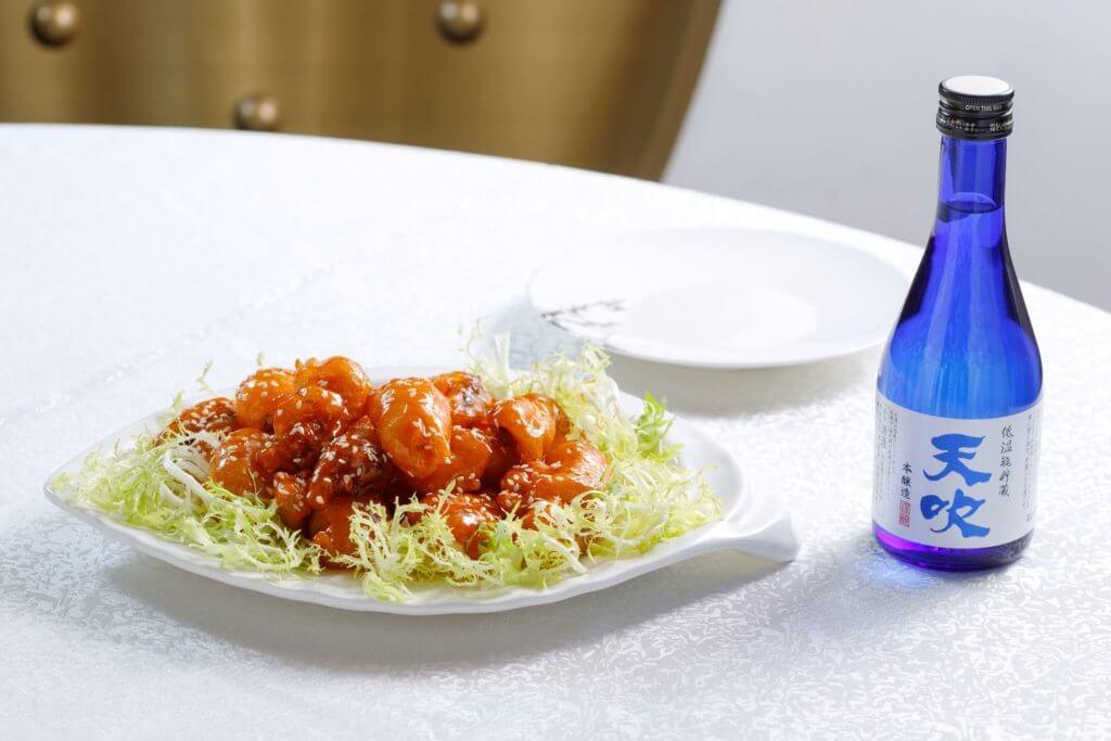 冰梅脆鱔柳 配 天吹 低溫瓶儲藏本釀造 (清新酒香是酸甜炸物的好搭檔。)