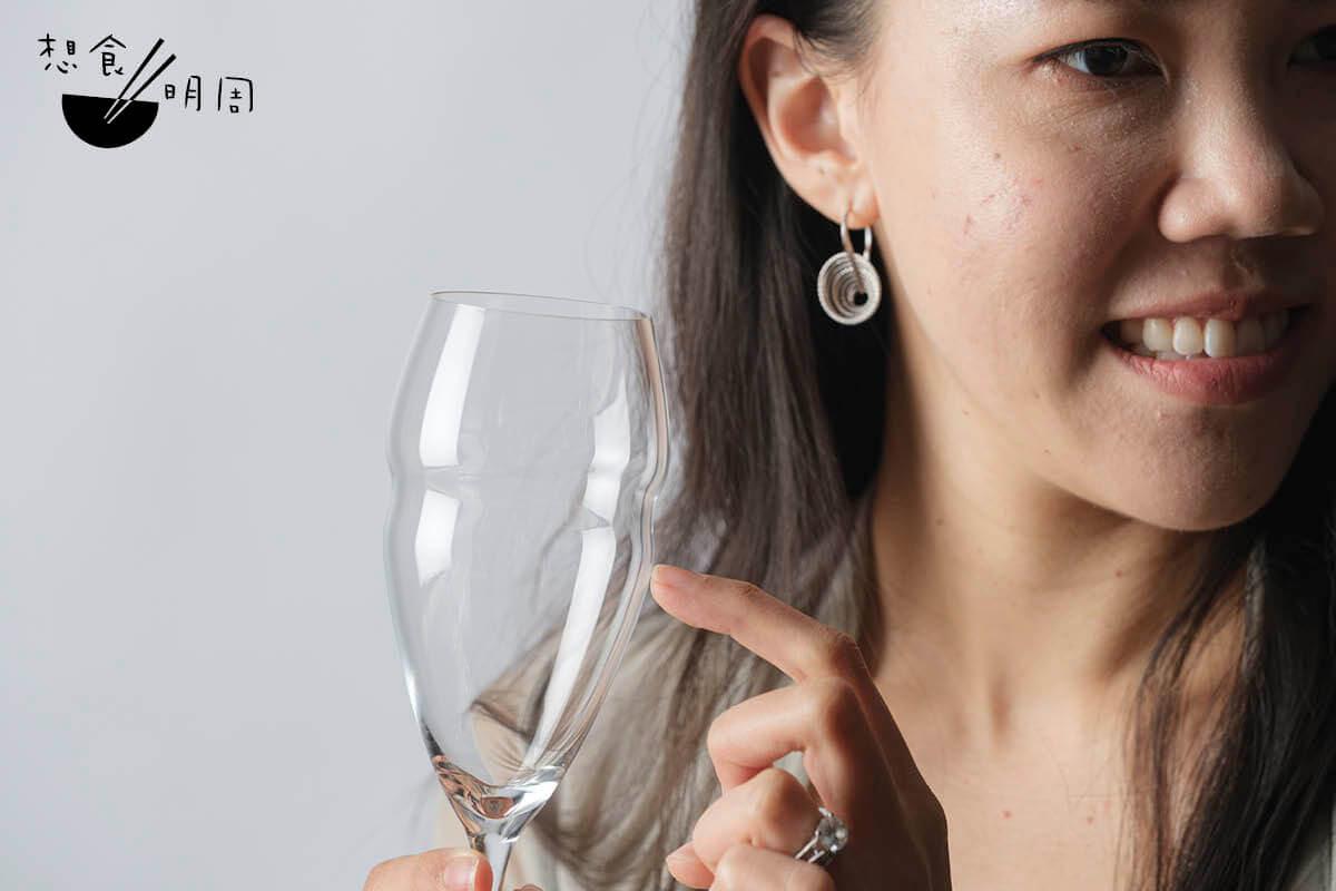 碰杯時清脆、自帶悅耳回響,是水晶製造的最佳證明。