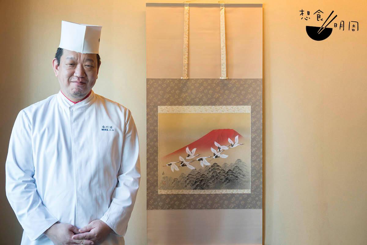 灘萬日本料理(金鐘店)主廚小山剛世生於琦玉縣。他憶述從小都會幫媽媽準備御節料理。在他眼中,黑豆、伊達卷及紅白魚板是不可缺少的料理。