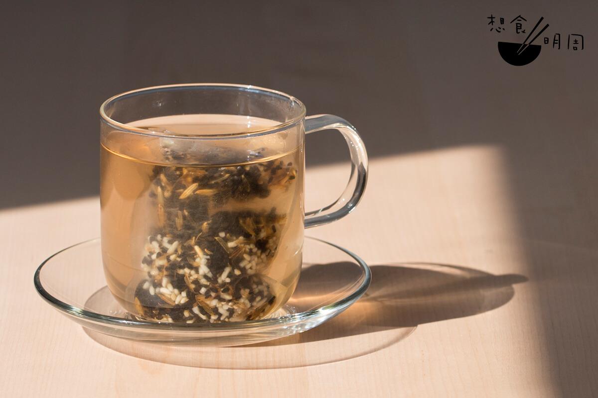 一呷這杯黑豆米茶,除了淡淡米香外,亦能嘗到芝麻香氣!