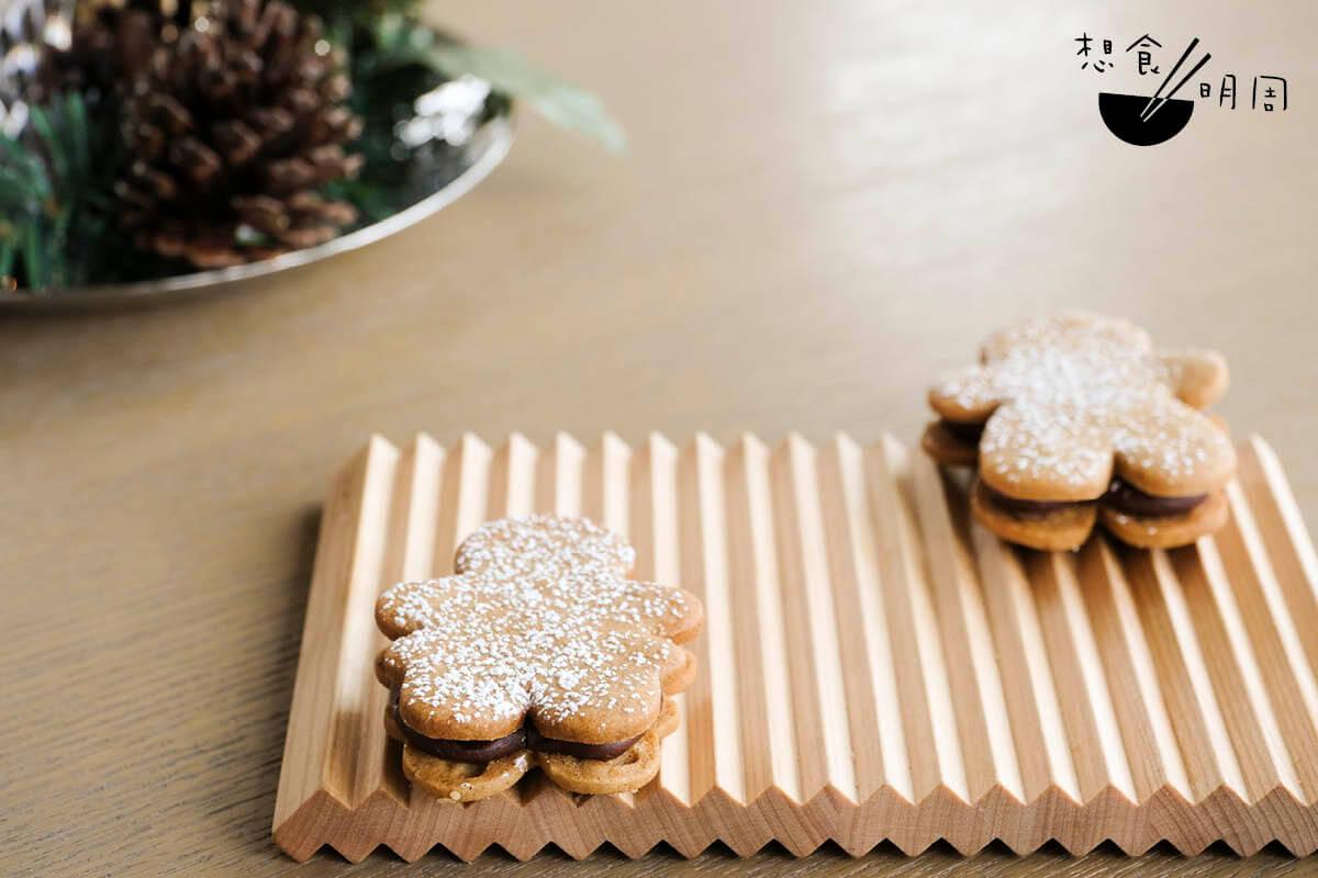 Chocolate Gingerbread//Eric祖母秘方,所用的肉桂、豆寇等香料下得較重,並加入醃漬橙皮,配搭黑朱古力Ganache,風味濃郁。(芬蘭聖誕下午茶之一,$368/位)