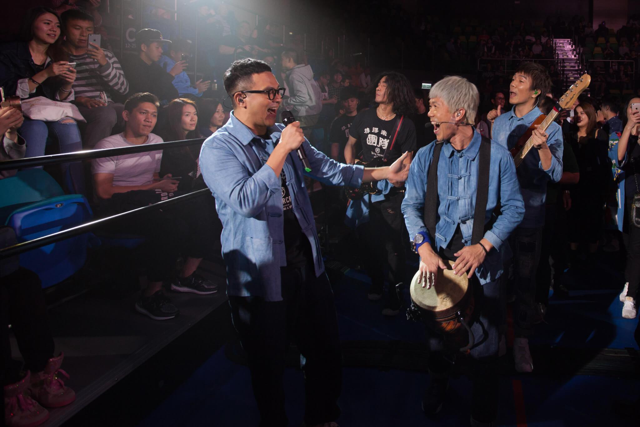 RubberBand總愛在音樂會中,與觀眾有更緊密接觸,時常會走到台下演唱跟觀眾互動。