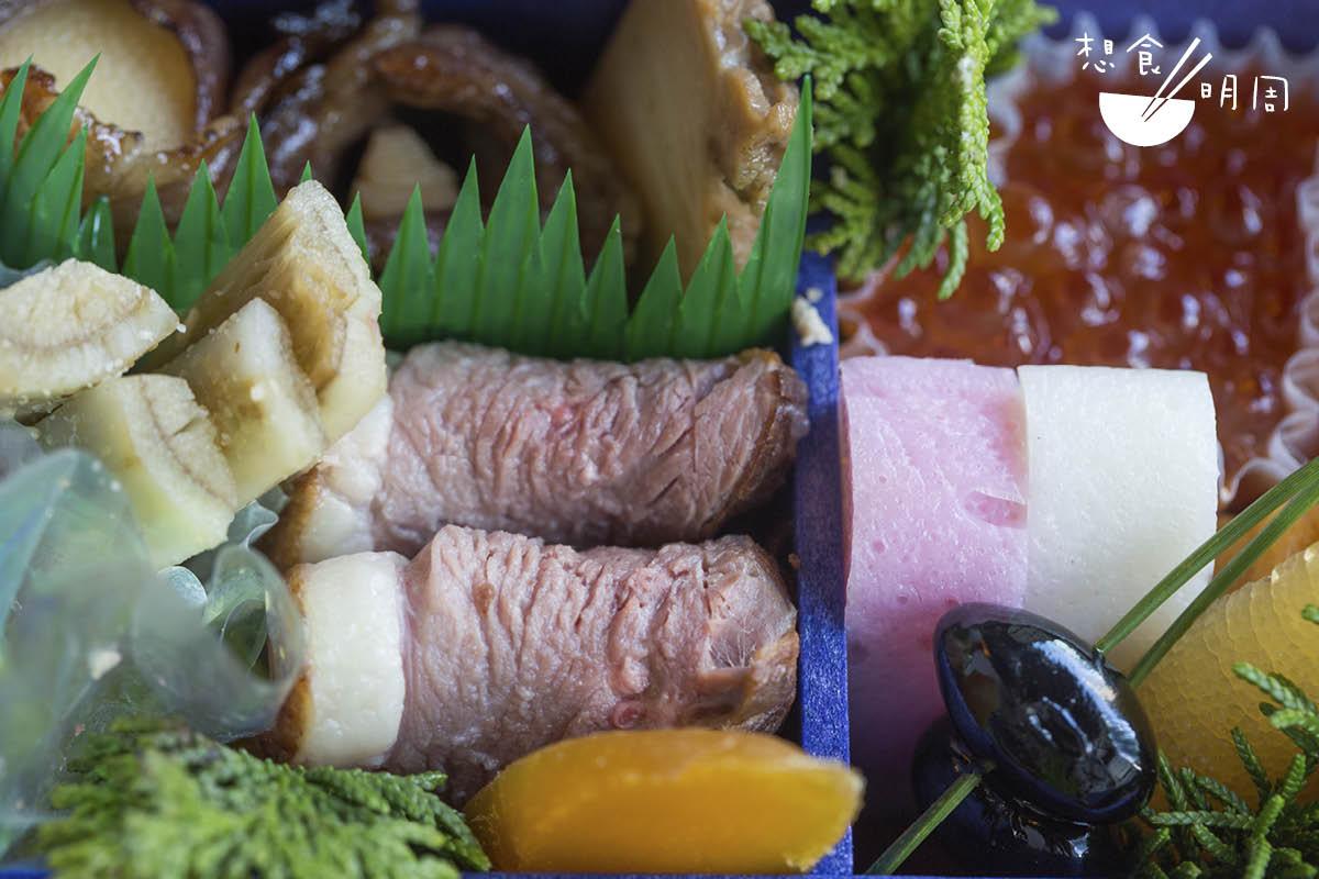 和牛筍卷、鮑魚煮、三文魚醬油漬、煮鴨肉等,都屬於傳統的祝肴美食,味道鮮濃。