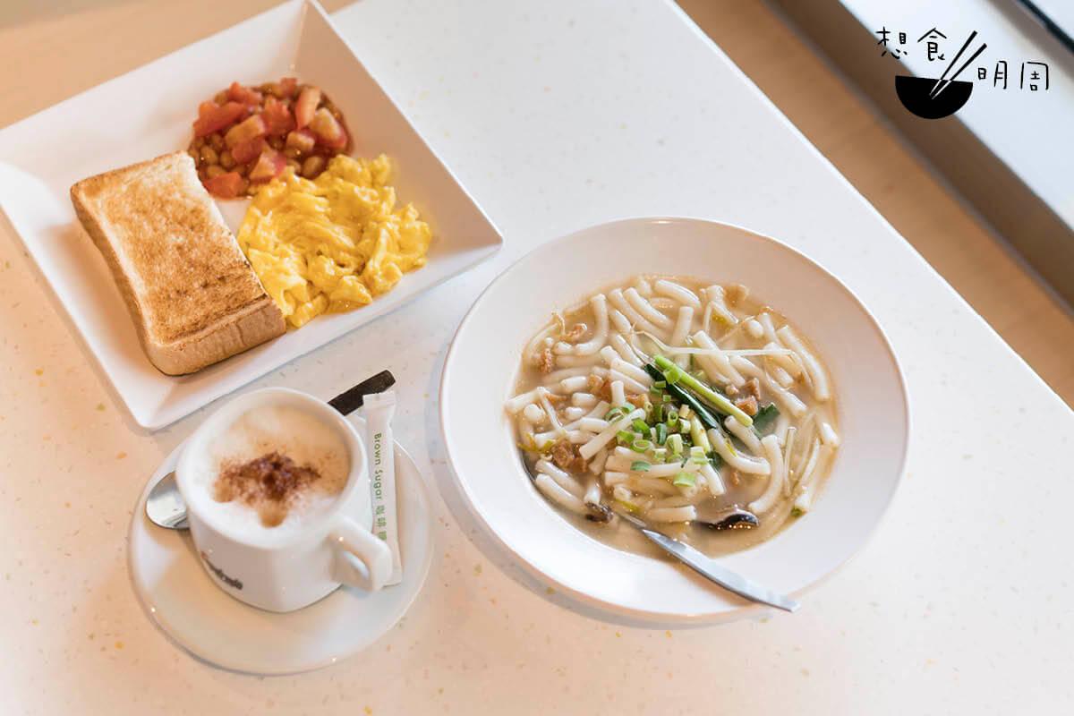 早餐A//另一新推食物「家鄉米通粉」,則選用長身的米通粉,配蝦米、冬菇、豬肉粒等熬成的湯底,頗足料。($40)