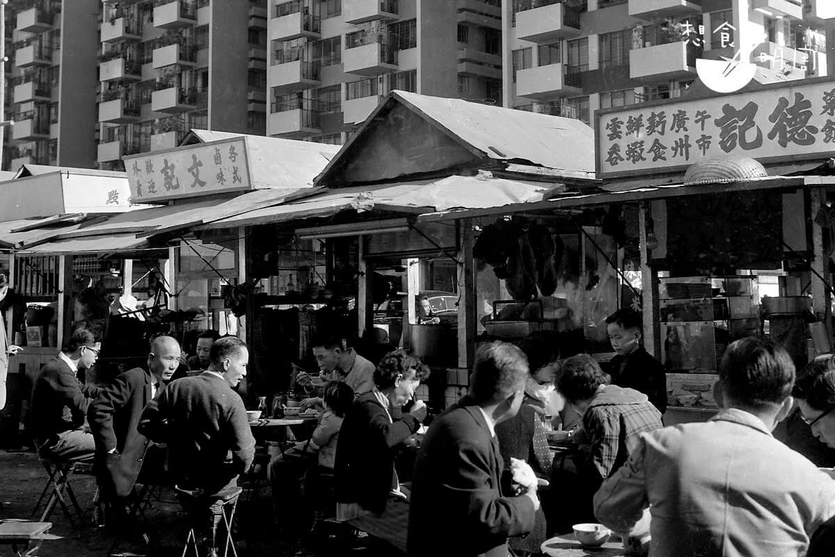 1960年北角邨食店聚生相。(照片由高添強提供)