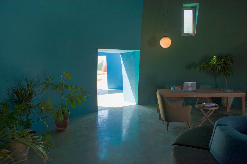 建築內部用途多元,兼備設計感。