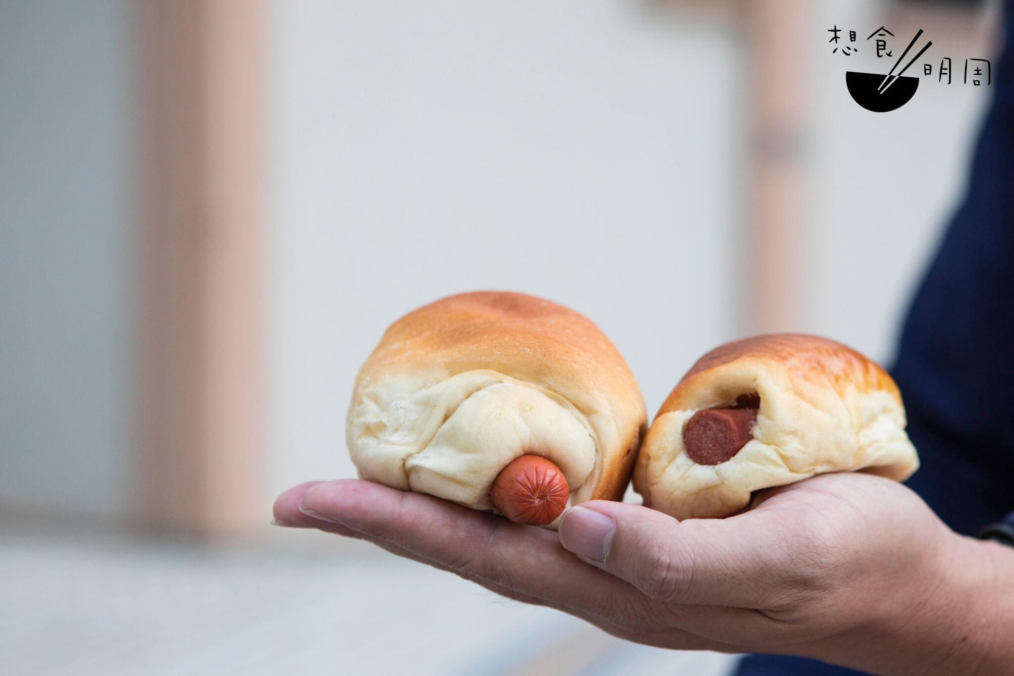 從沙角邨散步到瀝源邨,分別在兩間麵包小店買來膠仔包,質感已經截然不同,具有獨特性。正如人的口味,也是各有所好。