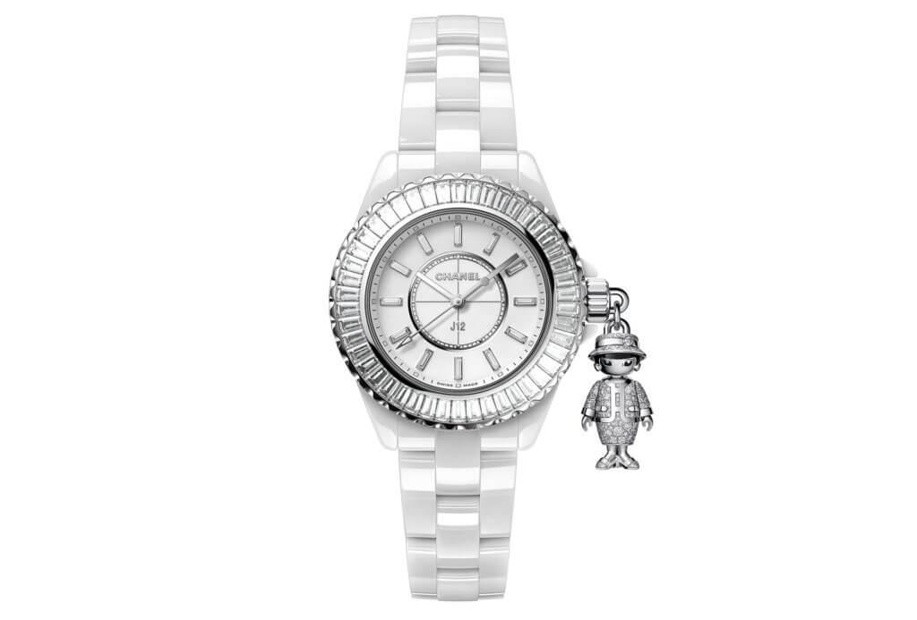 "CHANEL J12 ACTE II $845,000 此枚腕錶系列推出黑色與白色兩種款式,各限量二十隻而已,顯得相當珍貴。最大特色是得意版香奈兒女士化身成錶冠上的小吊飾,穿上由白金與二百二十四顆鑽石打造的套裝,頭髮與眼睛則以黑漆呈現,從原有優雅的版本變得活力與趣味非凡。錶圈鑲嵌上完整一圈的梯形切割鑽石,錶盤鑲飾十二顆鑽石時標,錶背並飾以""MADEMOISELLE J12 ACTE II"" 與 ""LIMITED TO 20""字樣,具有收藏價值。"