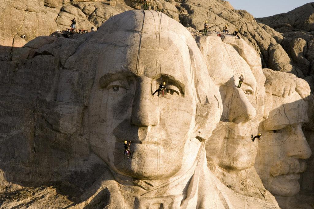 KÄRCHER過去進行多場慈善清洗工程,包括著名的美國總統山。