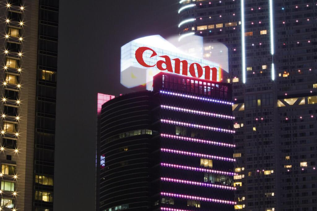 位於尖沙咀彌敦道的Canon霓虹招牌,是亞洲首個可360度旋轉的樓頂招牌。(圖片由POAD提供)