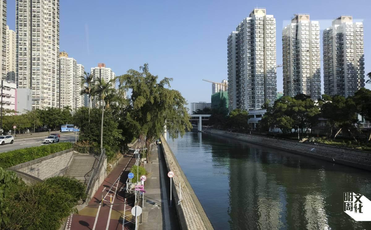 大埔林村河是街坊散步和踩單車的熱點