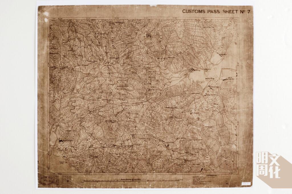 此圖的調查年份為1902、1903年,但登出年份為1924年,紀錄西貢蠔涌一帶的道路狀況,其中雙虛線顯示由中國人用石塊砌成的小徑,在地圖上縱橫交錯,形成道路網絡。(此地圖來自地政總署測繪署)