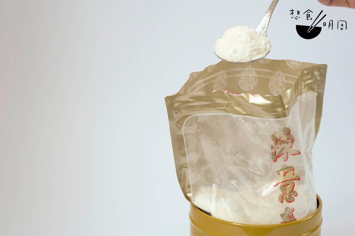 陳意齋的杏仁霜看起來比別家的都雪白、幼細。這是研發人陳照寰一直引以為傲的品質。