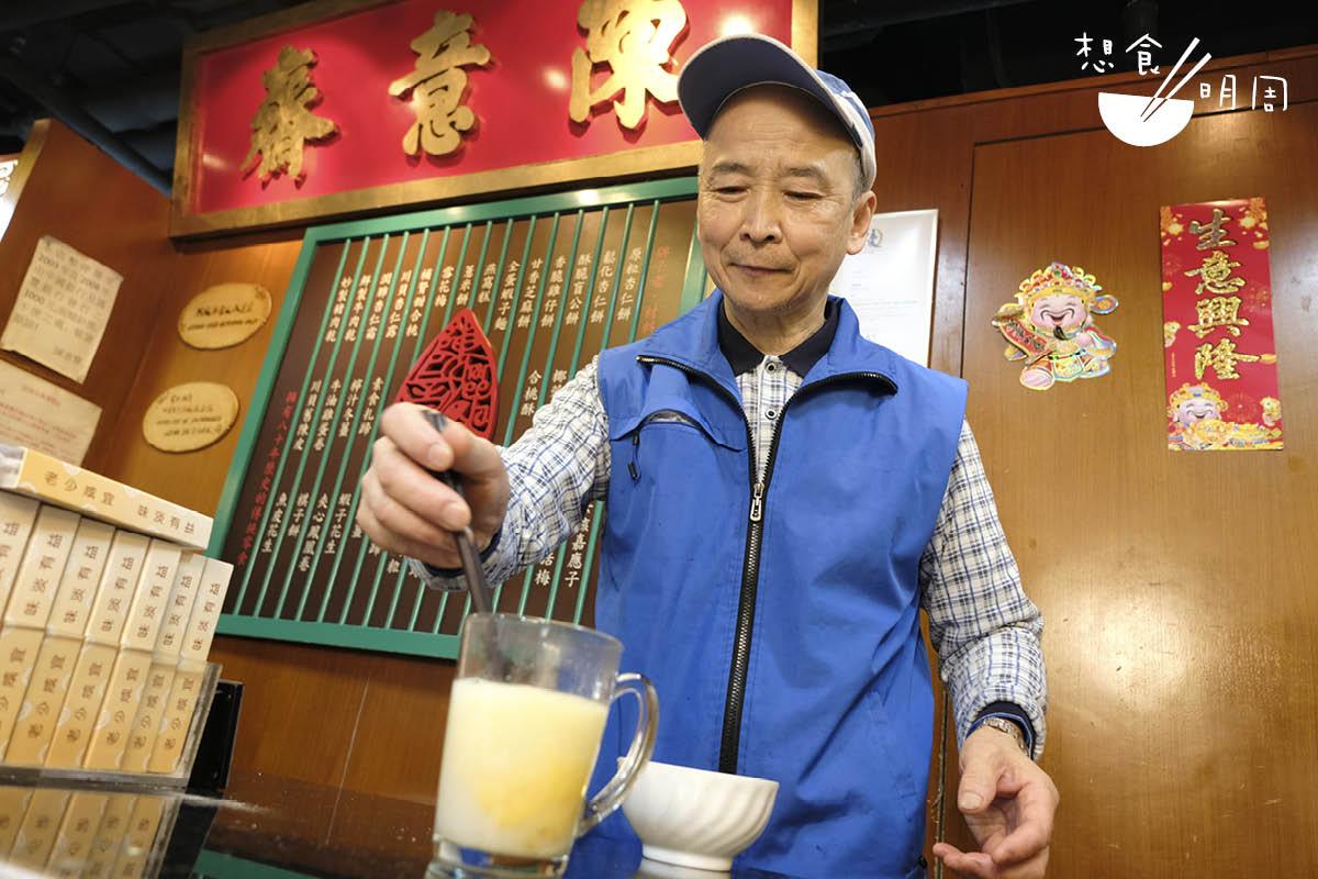 老夥計端叔愛下廚,自行研發出各種用杏仁霜的方法。