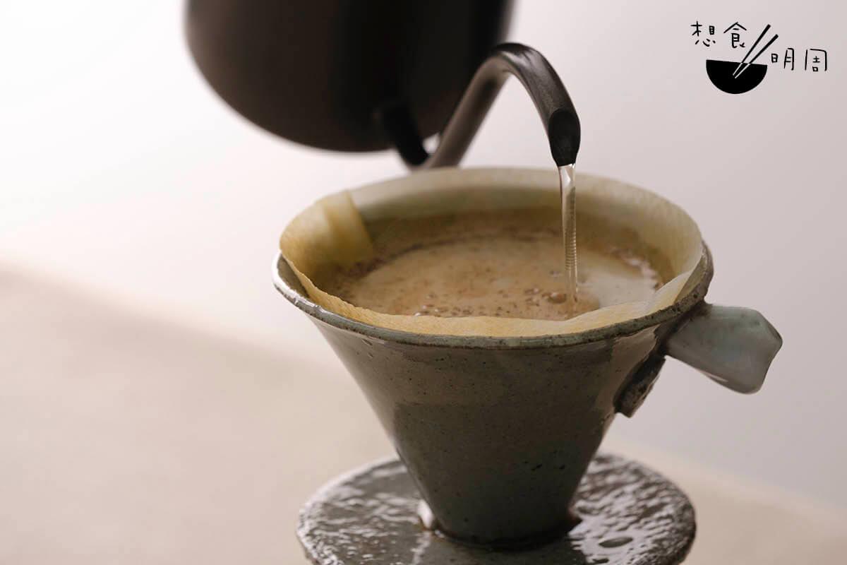 試用濾杯,發現排水速度較坊間濾杯的慢。建議用家可注意咖啡粉的研磨粗幼度,好讓咖啡不致過度萃取。