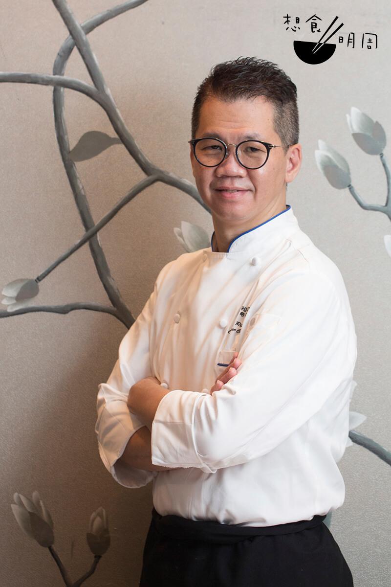 江肇祺師傅指出,啫啫煲必需趁熱快吃。如果只顧打卡,任由那道鑊氣流失,你錯過的不只是美味,更是廚師的心機!