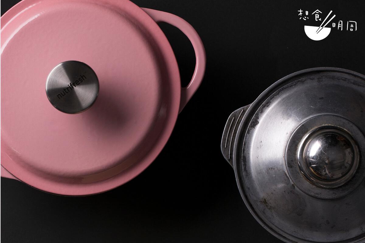 左:鑄鐵鍋// 傳熱功能跟砂鍋接近,但鍋底容易燒焦變黑,甚至有機會「啫」到裂開。 右:砂煲// 以陶泥和砂漿混合製成,又稱日本土碢,相對耐燒和硬身,餐廳都用它來「啫煲」。