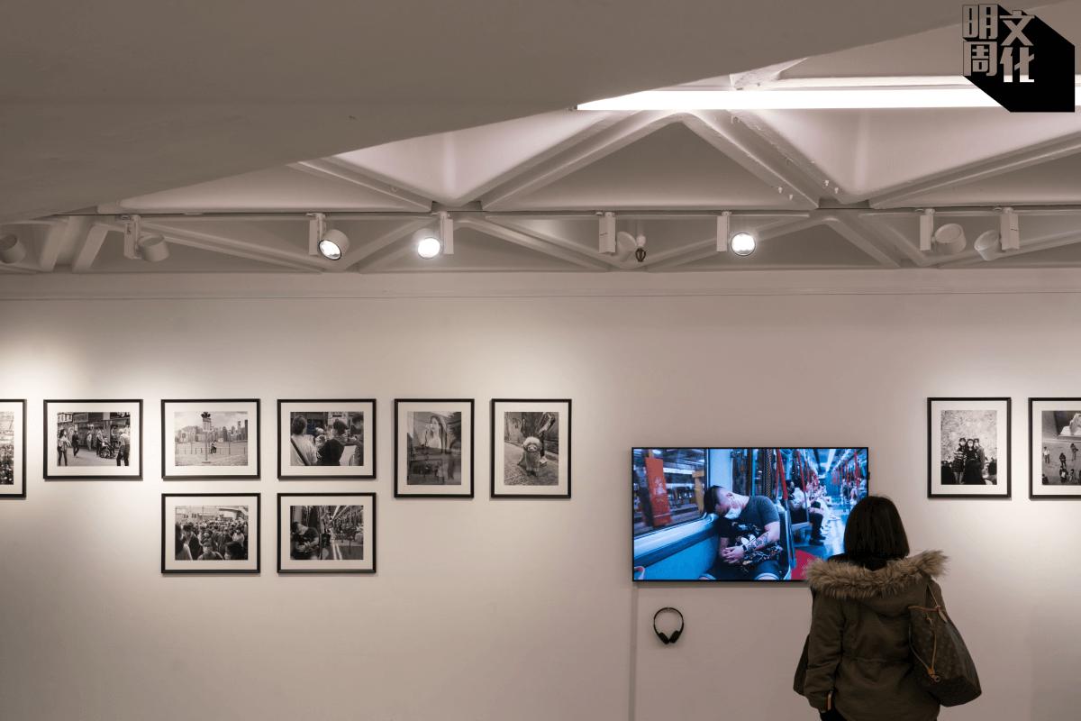 Birdy展出16張黑白照,及製作了6分鐘的錄像播放。