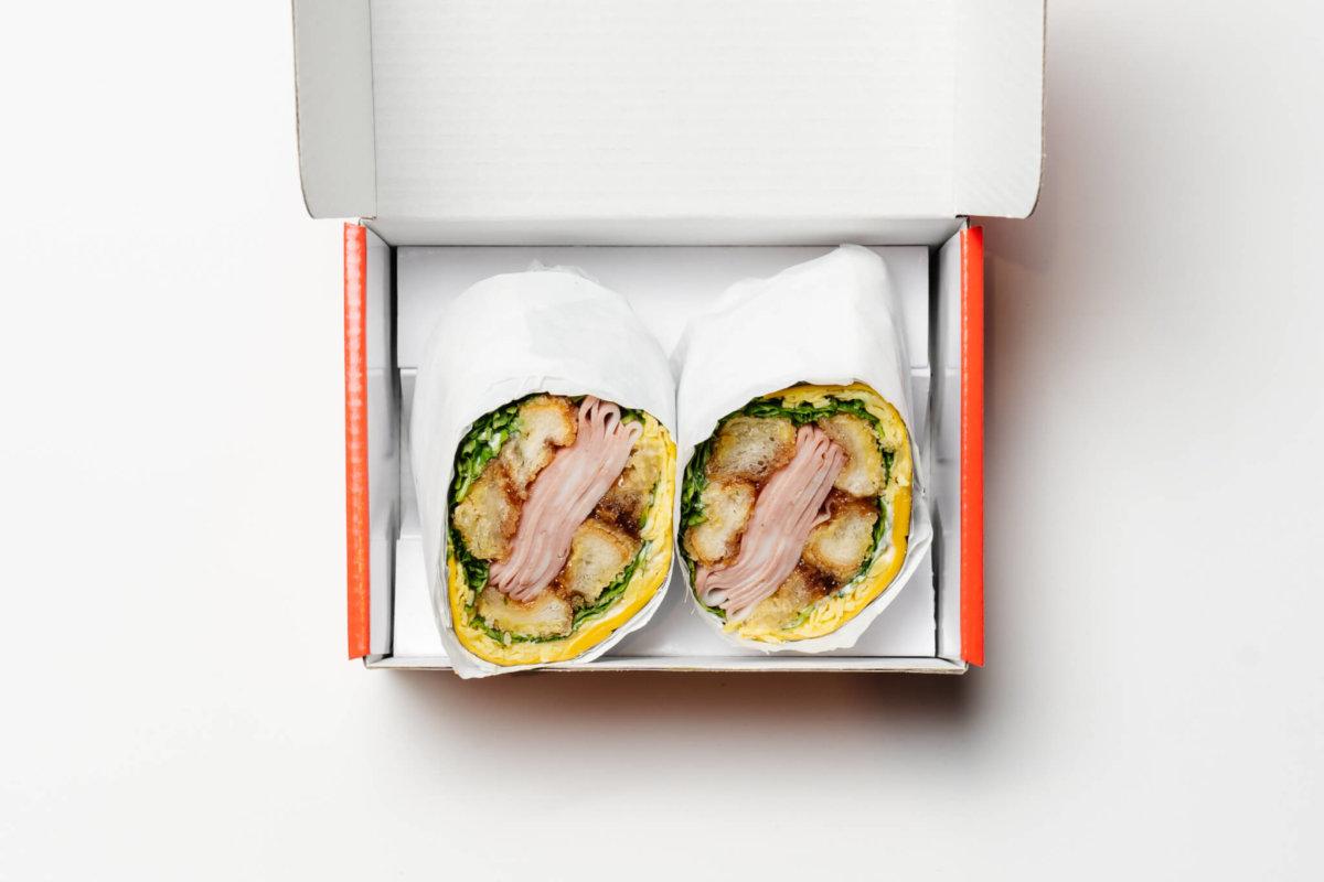 以芝士和煎蛋包裹着剛烤好的意式香腸三明治,這新穎配搭能吸引你嗎?
