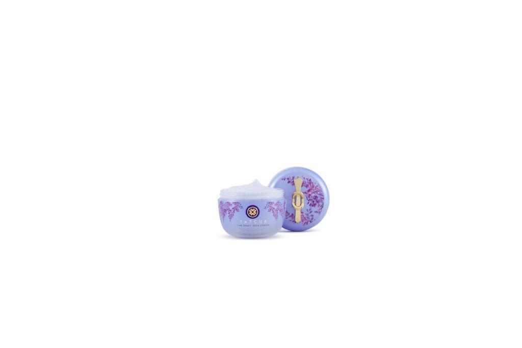 TATCHA煥麗柔膚面霜 (增量版) $690/75ml 豐盈乳霜可為肌膚提供充足的水份,富含抗氧化物日本紫米成分,給肌膚帶來水潤的健康亮澤,適合缺水皮膚使用,喜歡使用面霜質地更豐盈的中性皮膚也同樣適用。