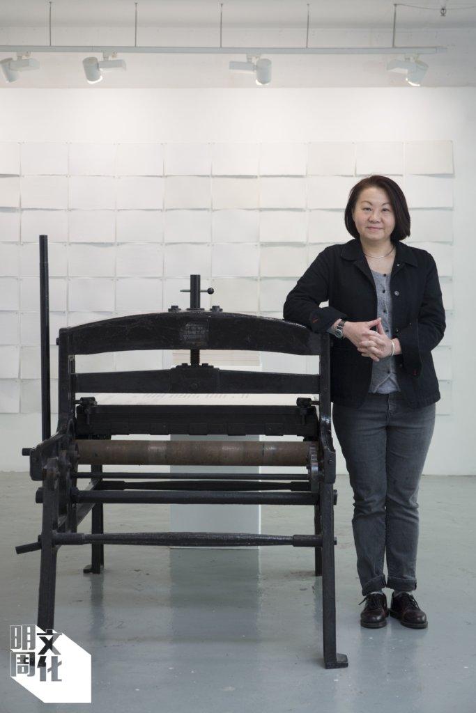 翁秀梅,版畫家,香港版畫工作室項目總監。小時候經過印刷舖已被活字之美吸引,現在則致力重鑄「香港字」,讓更多人看見它的美。