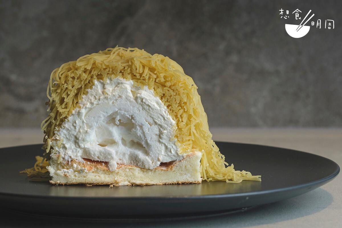 甜薯沙織// 除了「和栗」外,店內亦有供應由日本甜薯製成的「沙織班戟」。層層疊的甜薯蓉、厚忌廉、蛋白脆餅和班戟,層次豐富!