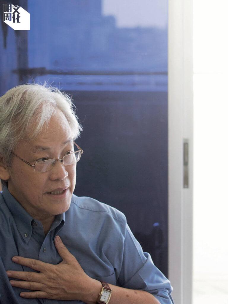 英培安於1947年生於新加坡,活躍於當地華文文學界,也為香港文學讀者熟悉。