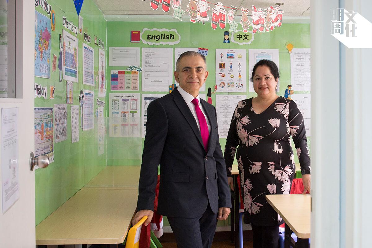 Manoj(左)和Geetanjali(右)為了讓非華語學生接受更好的教育,自資創立教育中心。