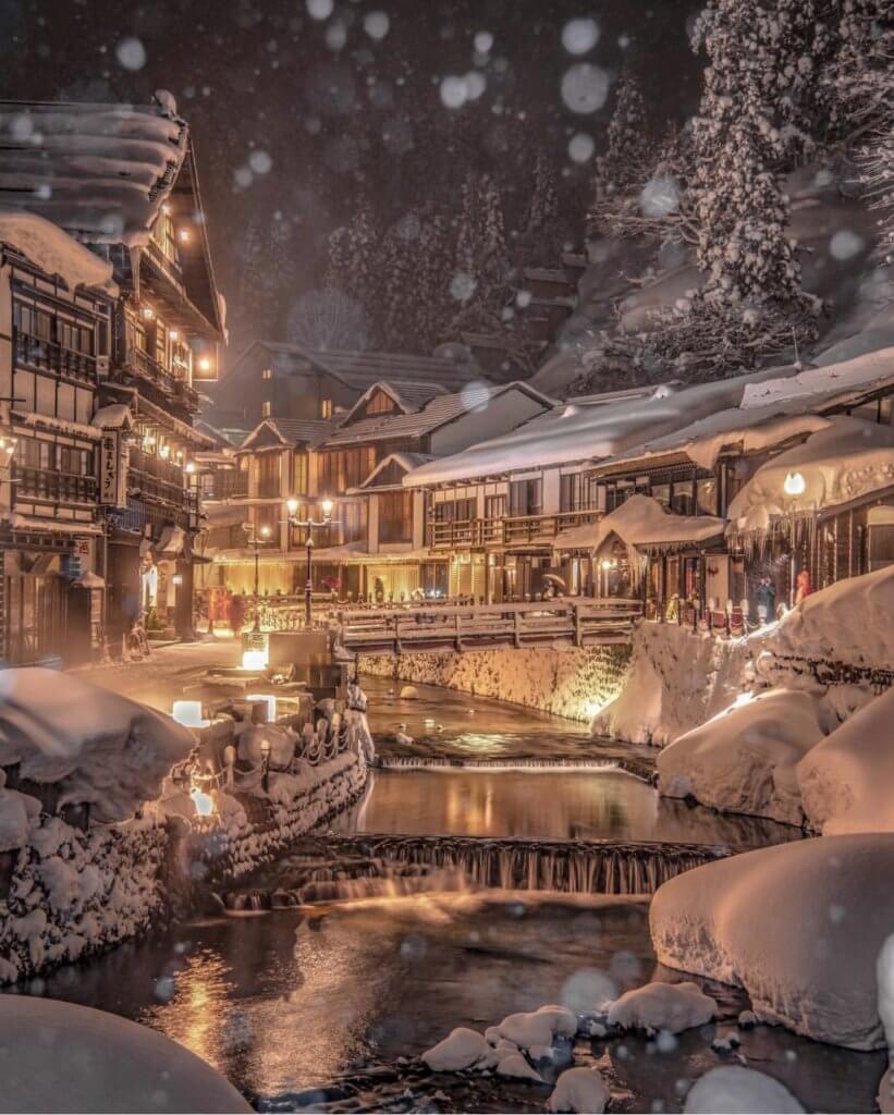 據說,宮崎駿《千與千尋》中,湯婆婆的油屋取景自銀山溫泉其中一家旅館。