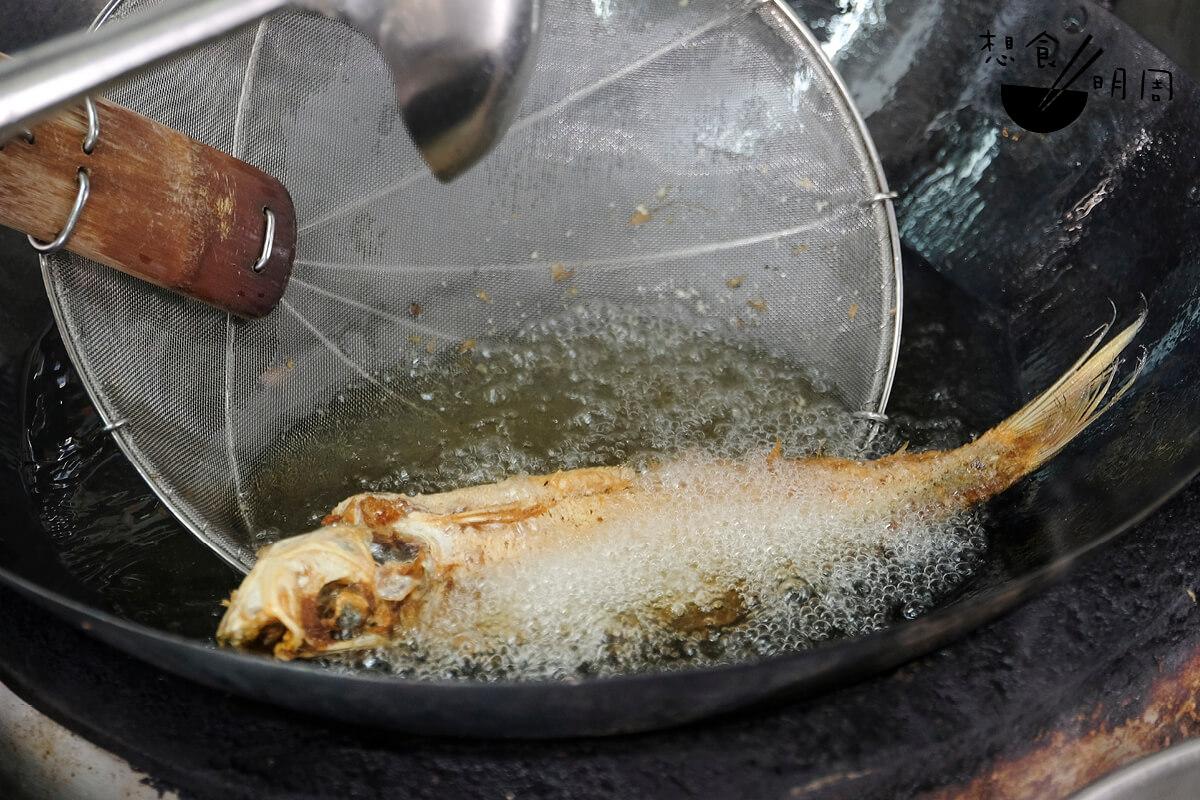每天花上最少三小時來處理魚肉,再