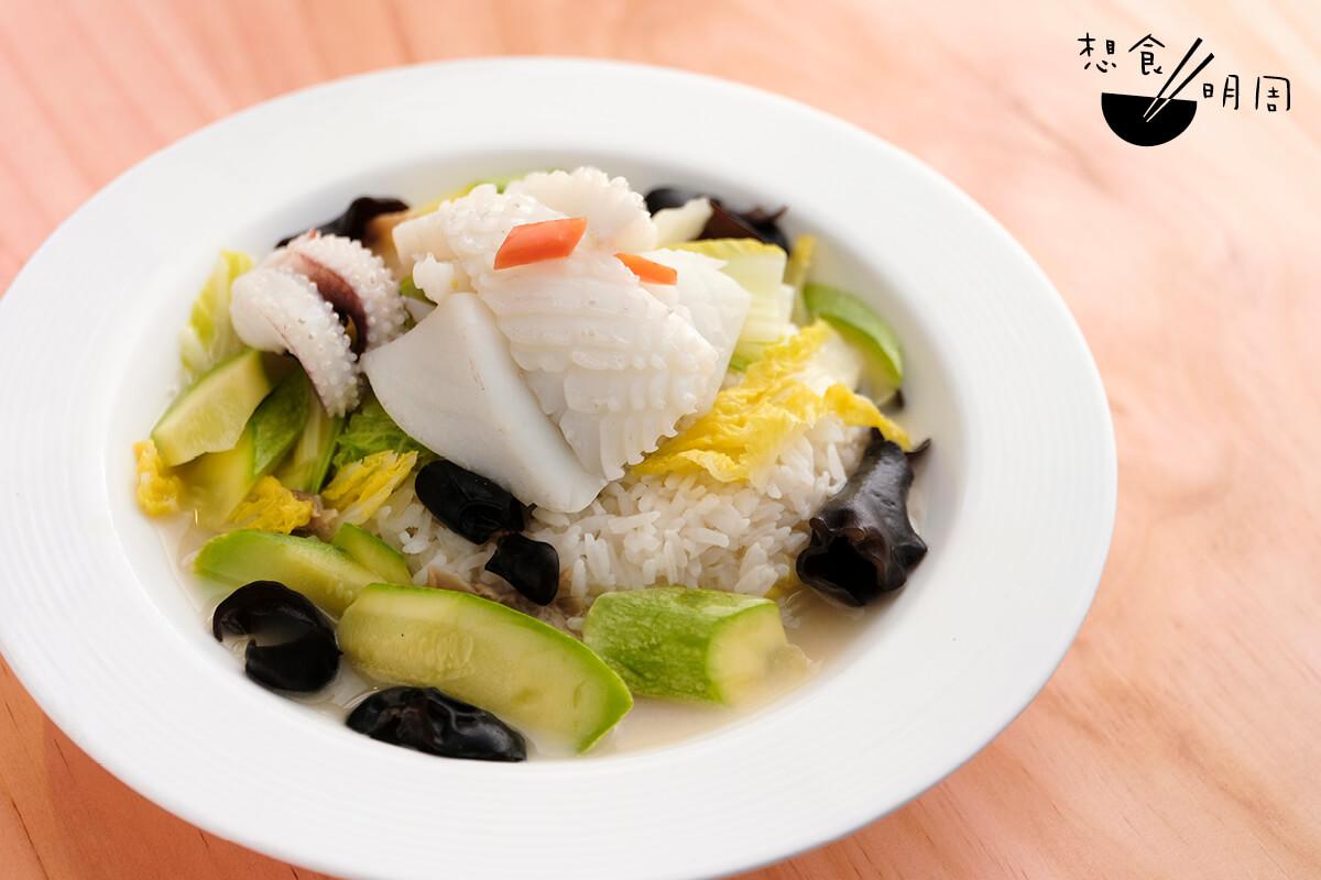 本灣海龍(鮮魷)泡飯 // 魷魚新不新鮮,很易吃得出。燒邦做的,魷魚吃來非常鮮爽,是店裏的人氣款式。($108)