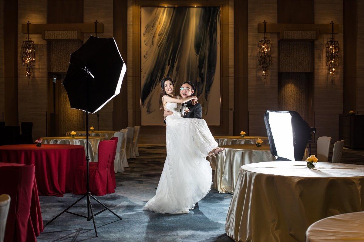 Jess和Sandy將婚宴一再延期,最後於2020年12月13日舉行。若然再拖,他們預訂的酒店已經變成指定檢疫酒店了。