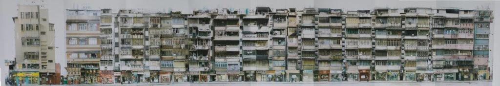 攝影師謝明莊在二〇〇五年利東街清拆前拍下街道全景,此為街道單號一側。(鳴謝:謝明莊提供圖片)