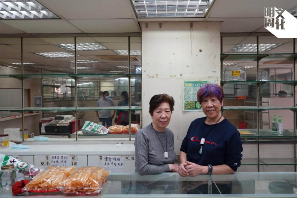 「協成行」第二代經營者卓大姐(左)、高妹(右)