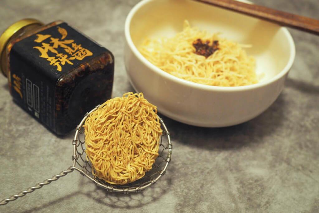 像杏仁餅的迷你蝦子麵!你知道原來它跟香港的打邊爐文化有關嗎?