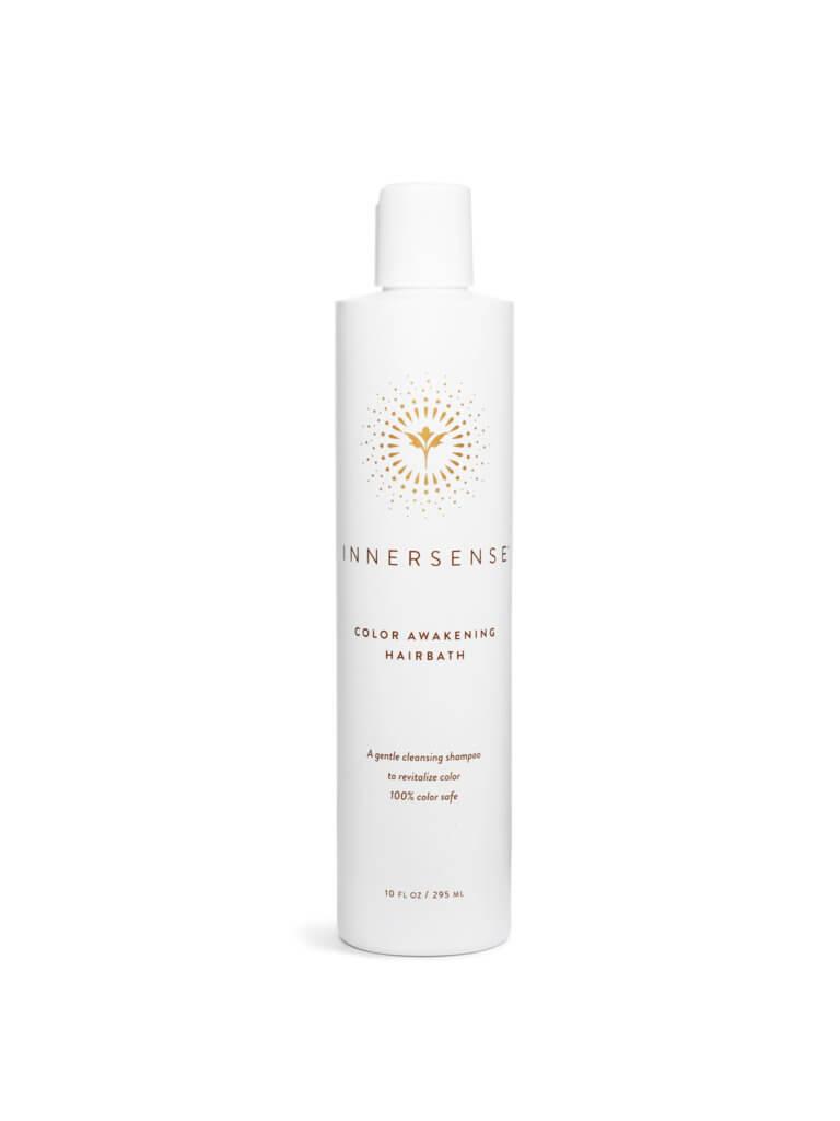 Innersense護色溫和洗髮露 295ml 濕髮後,將少量洗髮水倒於手中,然後搓揉成泡沫,塗抹於頭皮並按摩清潔,最後徹底沖洗