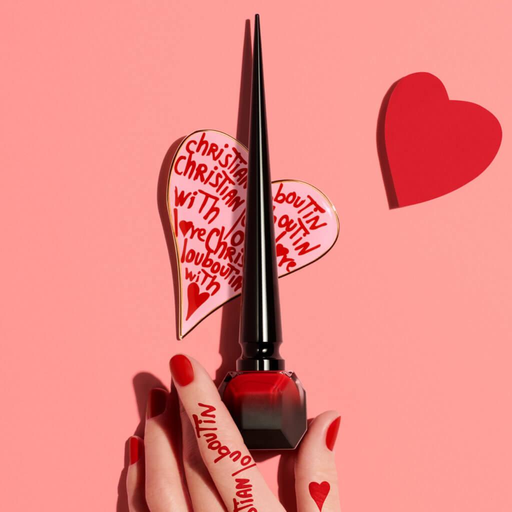 在二月這個戀愛季節,Christian Louboutin Beauty推出情人節尊寵包裝服務,凡購買任何唇膏或Loubiworld香水,濃情蜜意的告白禮物會以浪漫愛心禮盒來盛載。