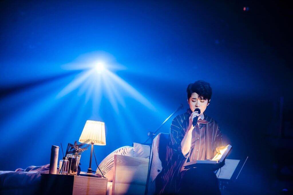 去年岑寧兒於台灣舉辦演唱會「Bedtime Story:A Long Long Night 音樂會」,跟觀眾說故事,演繹不同作品。(圖片來源:如此有限公司)